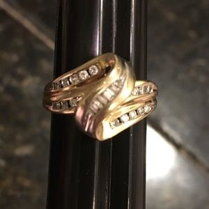 Jewelry - Gold and diamond ring